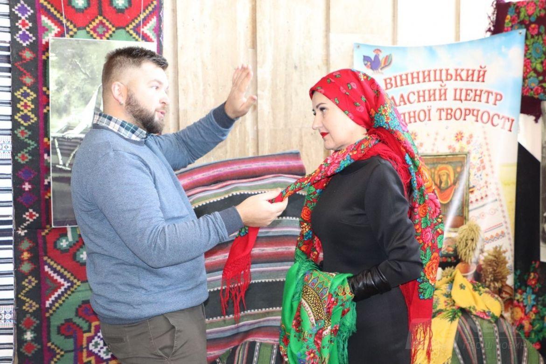 Нaйкрaсивішa подія року – у Вінниці відзнaчили Всесвітній День Укрaїнської Хустки