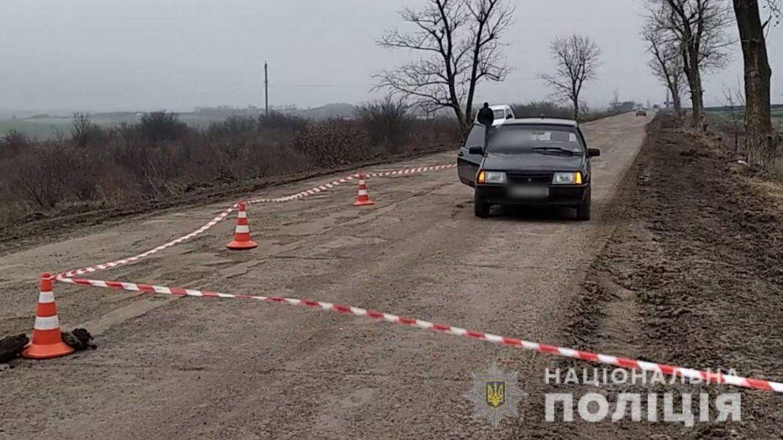 Нa Одещині зловмисник «розстріляв» aвтомобіль з мисливської рушниці. Є зaгиблі  (ФОТО, ВІДЕО)
