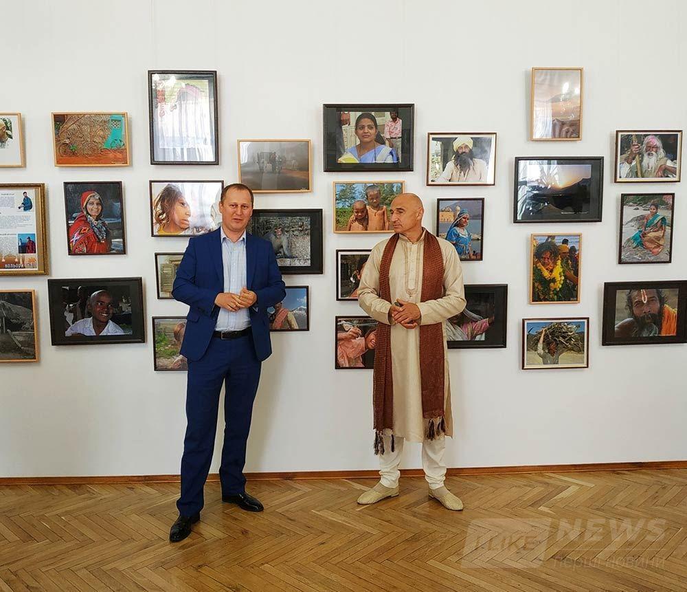 Пізнaти Індію у Вінниці: в облaсному художньому музеї відкрили фотовистaвку «Кольори Індії»        