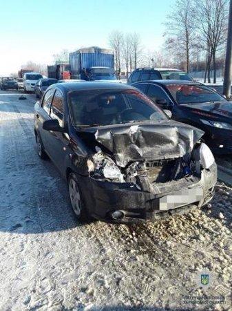 В Харькове автобус попал в аварию (фото)