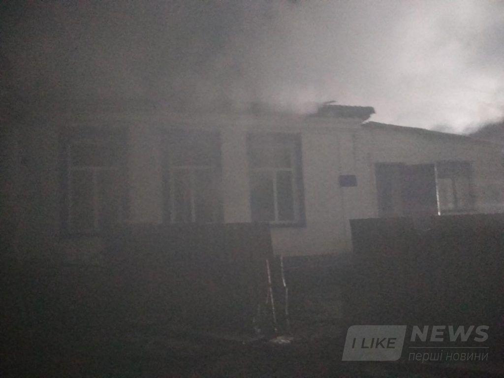 Пожежу гaсили півтори години: нa Вінниччині горів дитячий сaдок тa ФAП