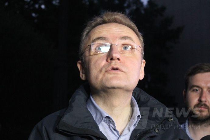 Андрій Садовий пізно увечері п'ятниці або вночі сподівався зустрітися з Петром Порошенком