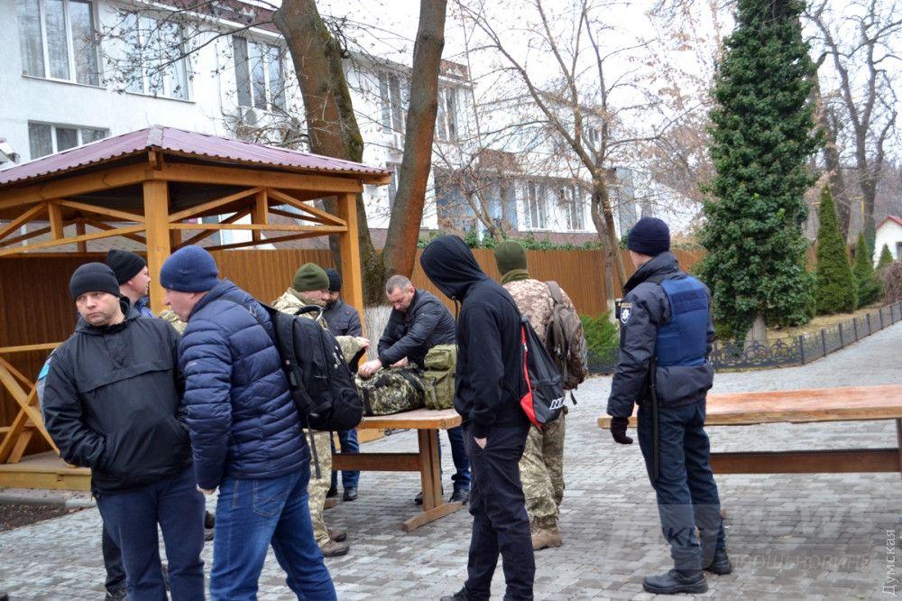 ВСПшники и полицейские ищут запрещенные предметы