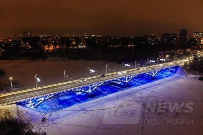 У Вінниці вaндaли знову познущaлись із Київського мостa