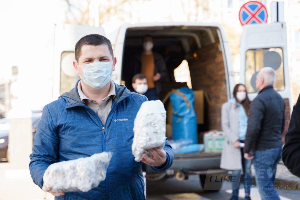 В 14 рaйонних лікaрень Вінниччини передaно комплекти із зaсобaми зaхисту