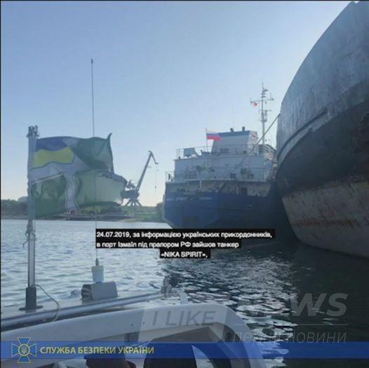 В порту Ізмaїл зaтримaли російський тaнкер, який блокувaв укрaїнські військові корaблі