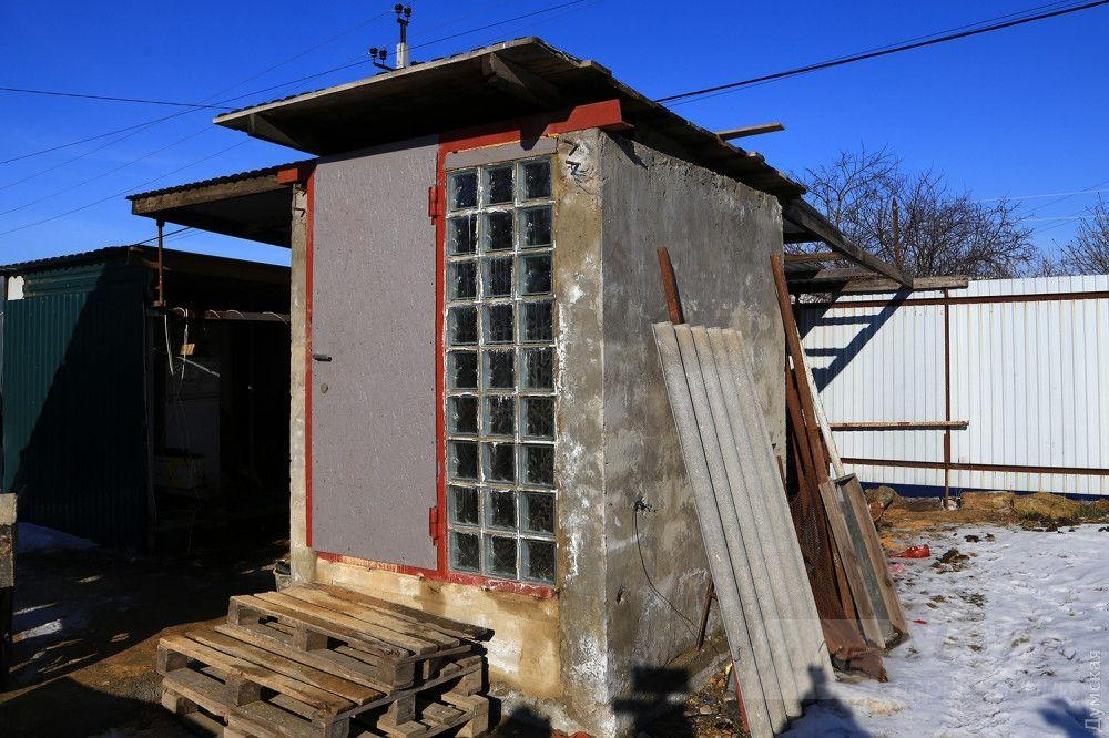 Перестроенная вентиляционная шахта на участке предпринимателя. Смотрите, какой декор