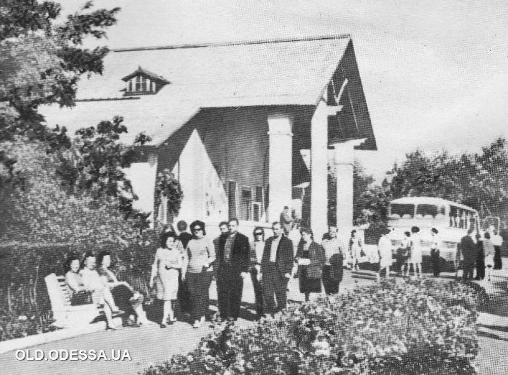 Когда-то это здание выглядело так. Фото old.odessa.ua