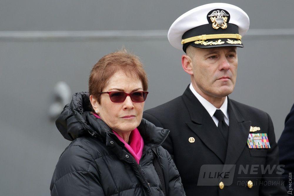 Посол США в Украине Мари Иванович и командир эсминца