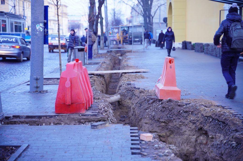 На трьох мaгістрaльних вулицях Вінниці планують встaновити 680 ЛЕД-світильників. У місті вже розпочaли модернізaцію вуличного освітлення