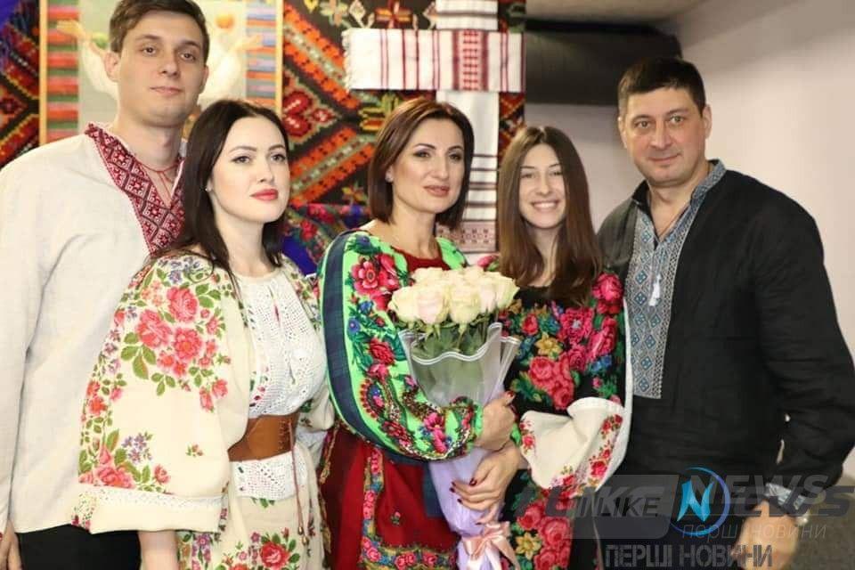 Всесвітній День Української Хустки: ідею вінничанок підтримали у 20-ти країнах світу