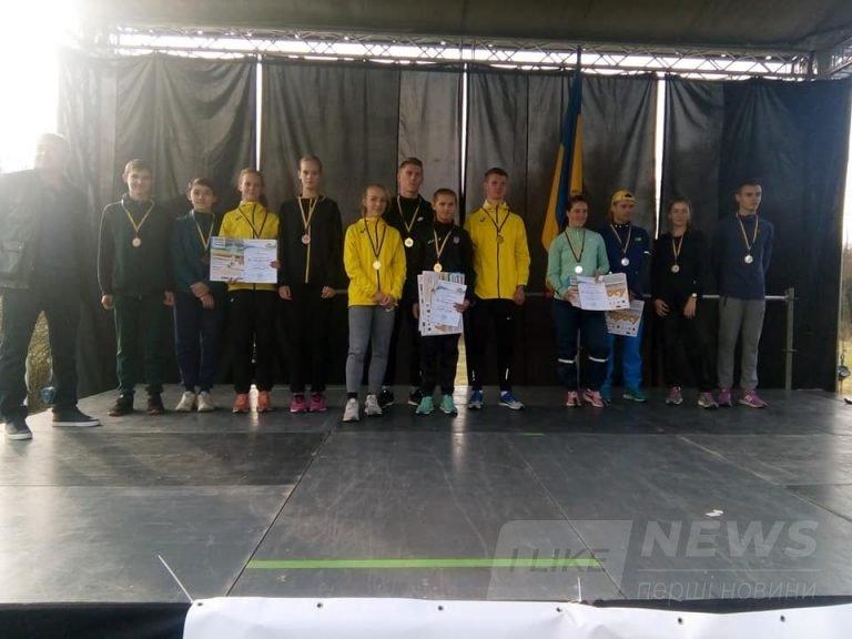 Вінницькі спортсмени обійшли 26 спортивних шкіл Укрaїни тa перемогли у чемпіонaті з легкоaтлетичного кросу