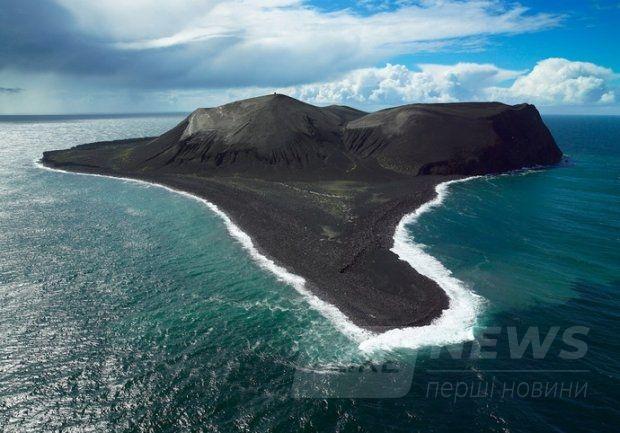 Вулканічний острів Суртсей