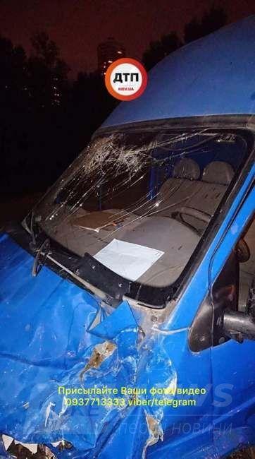 Страшное ДТП в Киеве: автомобиль превратился в груду металлолома (фото)