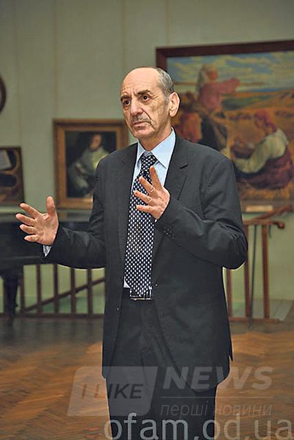 Виталий Абрамов. Посвятил работе в музее 47 лет. Фото: officiel-online.com