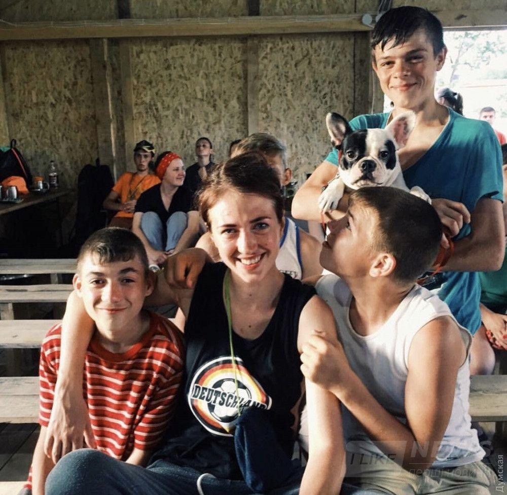 Валентин с женой Алиной работали волонтерами в детском лагере