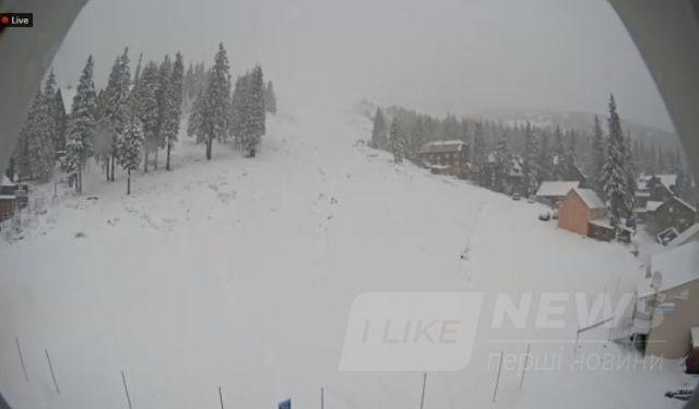 Карпати замітає снігом (ФОТО)