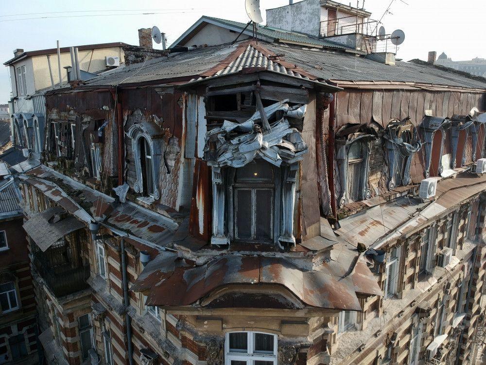 Дом с атлантами, Гоголя 7. Позорище, просто позорище