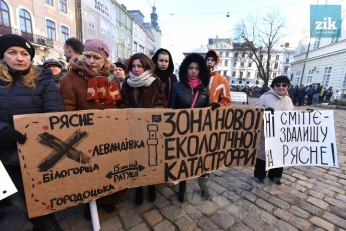 Активісти заблокували відкриття сміттєсортувальної і сміттєпресувальної лінії в одному з районів Львова