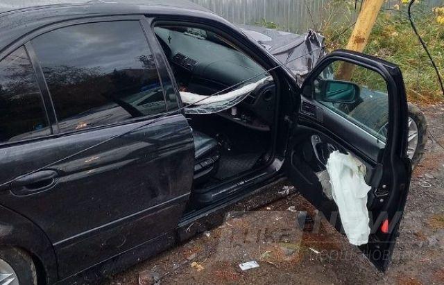ДТП в Ужгороді: водій BMW зніс 3 електричні стовпи (ФОТОФАКТ)