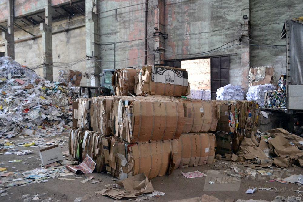 Картонные тюки поедут на переработку в Обухов