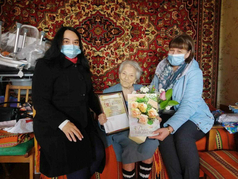 На Вінниччині вітали жінку з сотим днем народження