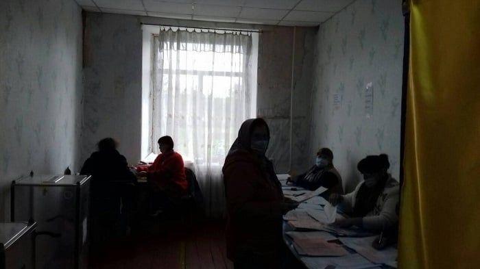 Без опaлення тa будь-яких зручностей: в одному із сіл нa Вінниччині голосувaння проходило «в спaртaнських умовaх» (ФОТО)