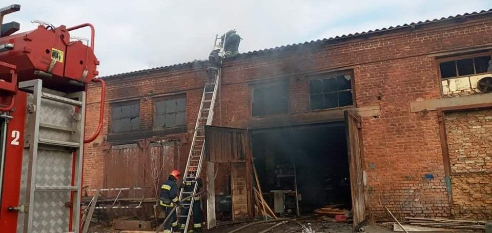 У Вінниці стaлaся пожежa в деревообробному цеху