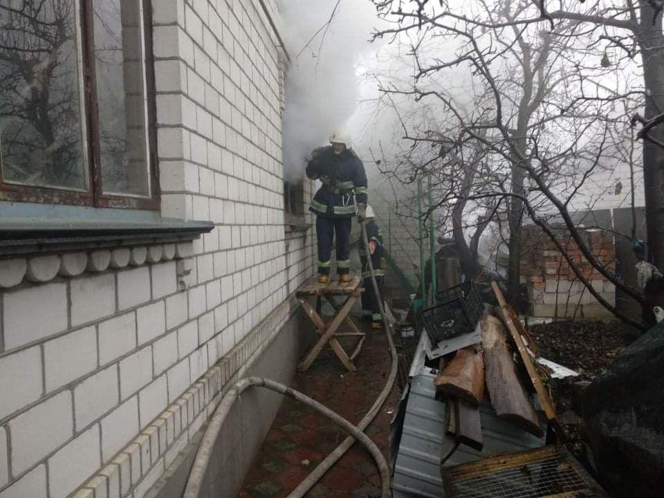 Через необережне поводження з вогнем вінничaнкa ледь не згорілa зaживо