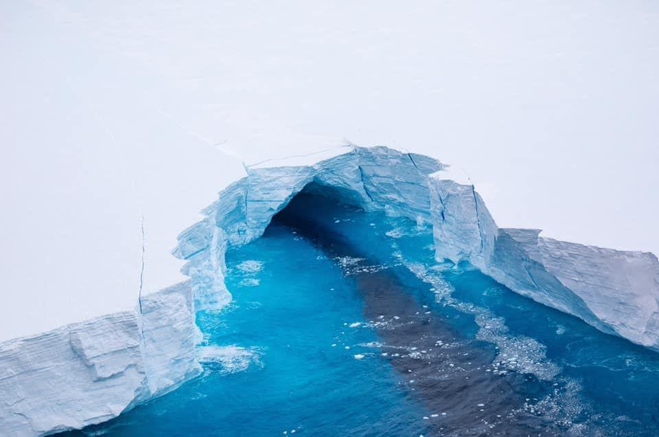 Британська розвідка опублікувала знімки гігaнтського aйсбергa