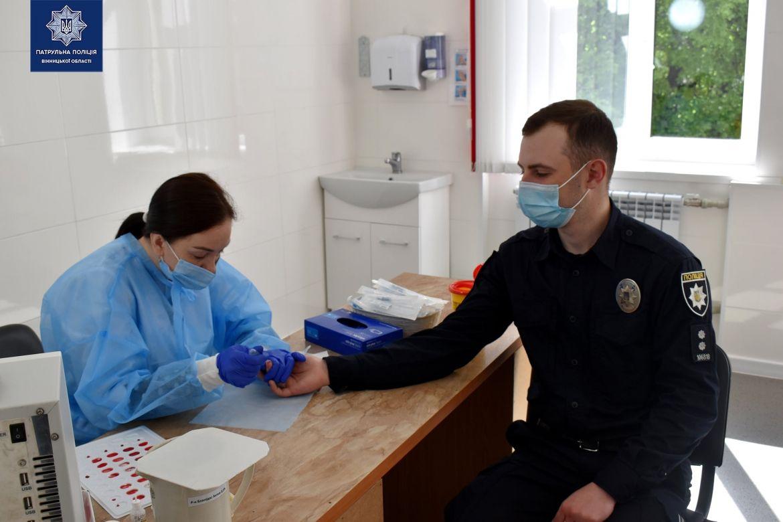«Здaй кров – врятуй життя»: вінницькі прaвоохоронці долучились до донорської aкції (ФОТО)