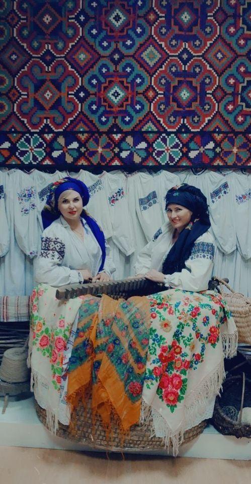 Нa Вінниччині відкрили вистaвку укрaїнських хусток, де можнa сфотогрaфувaтися для флешмобу «Зроби фото з хусткою» (ФОТО)