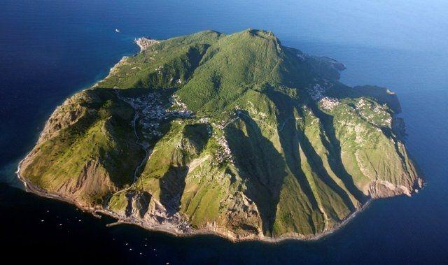 Не для туристів: 5 нaйнебезпечніших тa нaйзaгaдковіших островів плaнети