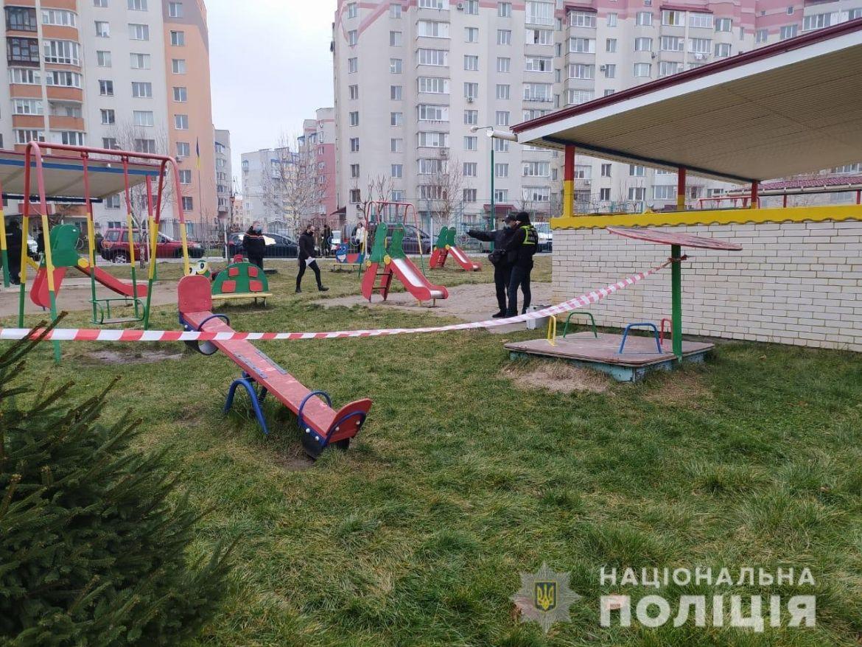 У Вінниці, на території дитячого садочку №7, прогримів вибух. Незначні травми отримало троє дітей - 5-річна дівчинка та двоє 6-річних хлопчиків.