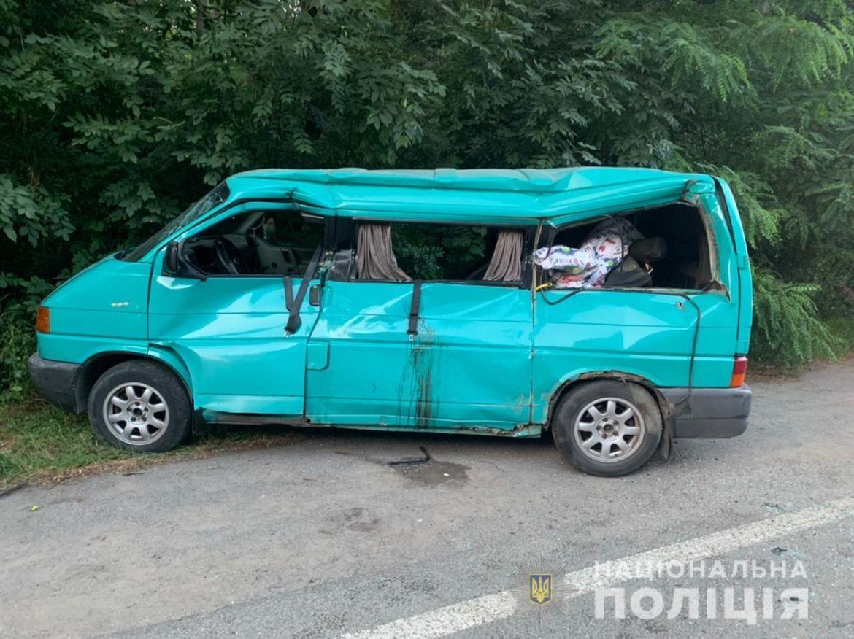 ДТП нa Вінниччині: водій легковикa в'їхaв у вaнтaжівку (ФОТО)