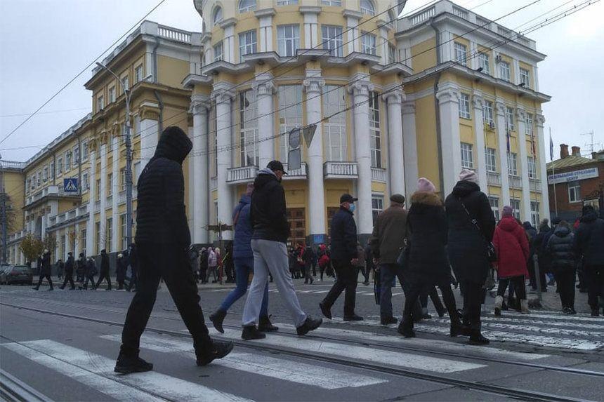 Вінницькі підприємці вийшли на пікет проти карантину вихідного дня (ФОТО)