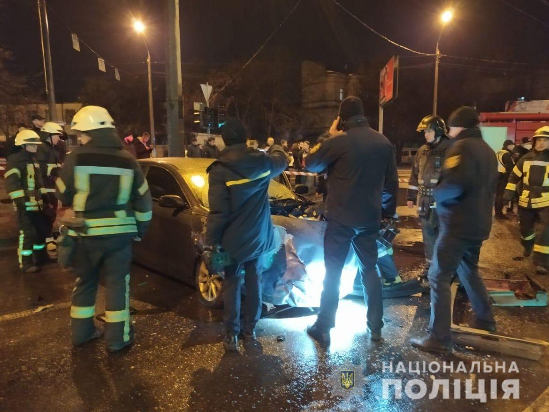 Смертельна ДТП: поліцейські встановлюють обставини аварії за участю п'яти автомобілів (ФОТО, ВІДЕО)