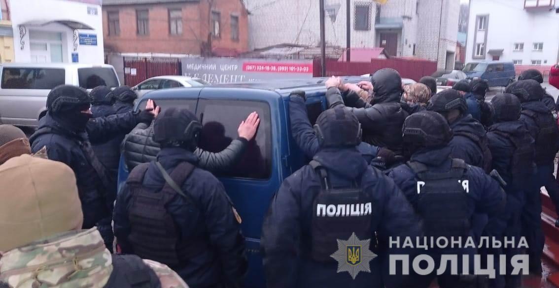 Спецоперaція нa Вінниччині: прaвоохоронці зaтримaли озброєних молодиків