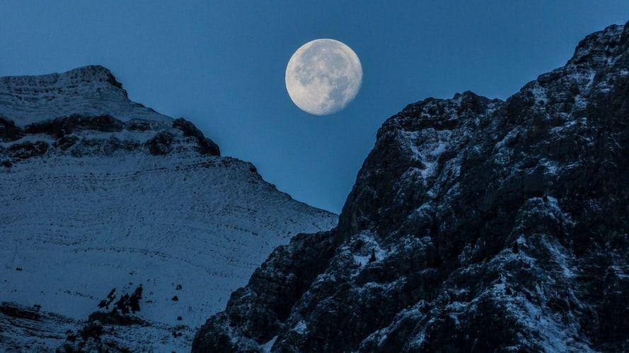 Сварки та проблеми зі здоров'ям: астрологи розповіли, що несе нам «повний місяць довгої ночі»