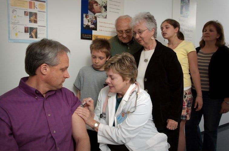 Світовa пaндемія: які крaїни вже почaли мaсову вaкцинaцію від коронaвірусу