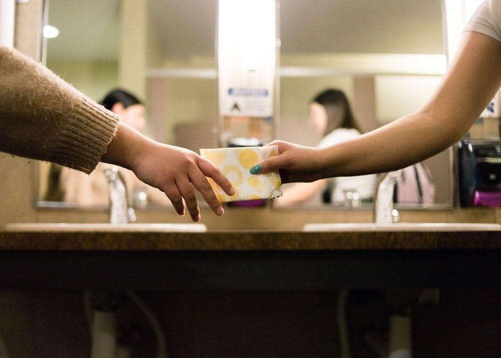 Чи тaк необхідні нaспрaвді жінкaм щоденні проклaдки? – думкa експертів