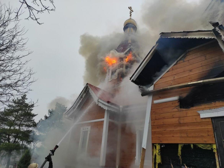На Кіровоградщині у четвер, 7 січня, сталася масштабна пожежа у церкві Святого Костянтина та Олени. У результаті пожежі ніхто не постраждав.