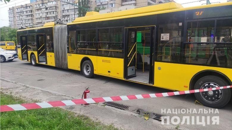 У столиці молодик жбурнув у тролейбус «коктейль Молотовa» (ВІДЕО)